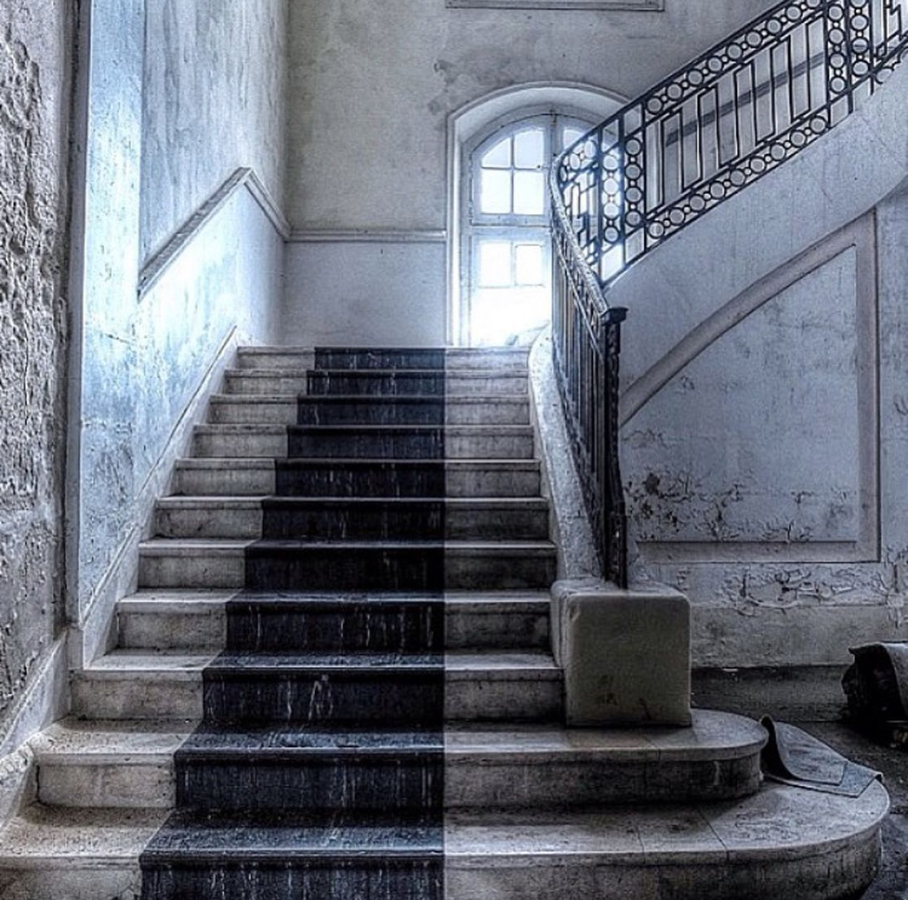 Abandoned stairs... Urbex Beauty Of Decay Decay Old Vintage France Beautiful Urbanexploration Abandoned Beautyofdecay