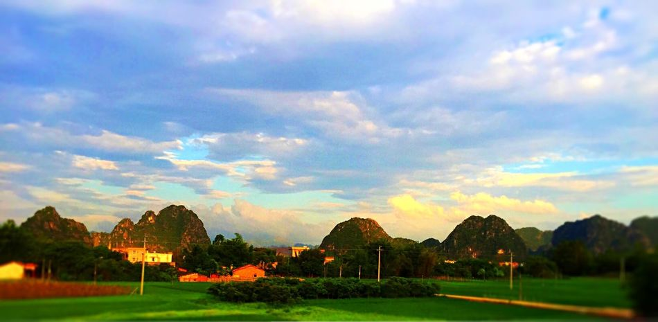 Sunshine Sky And Clouds Mountains EyeEm Nature Lover Tadaa Community Landscape IPhoneography 黄昏金阳,紫云翠峰......风驰电掣过阳春。
