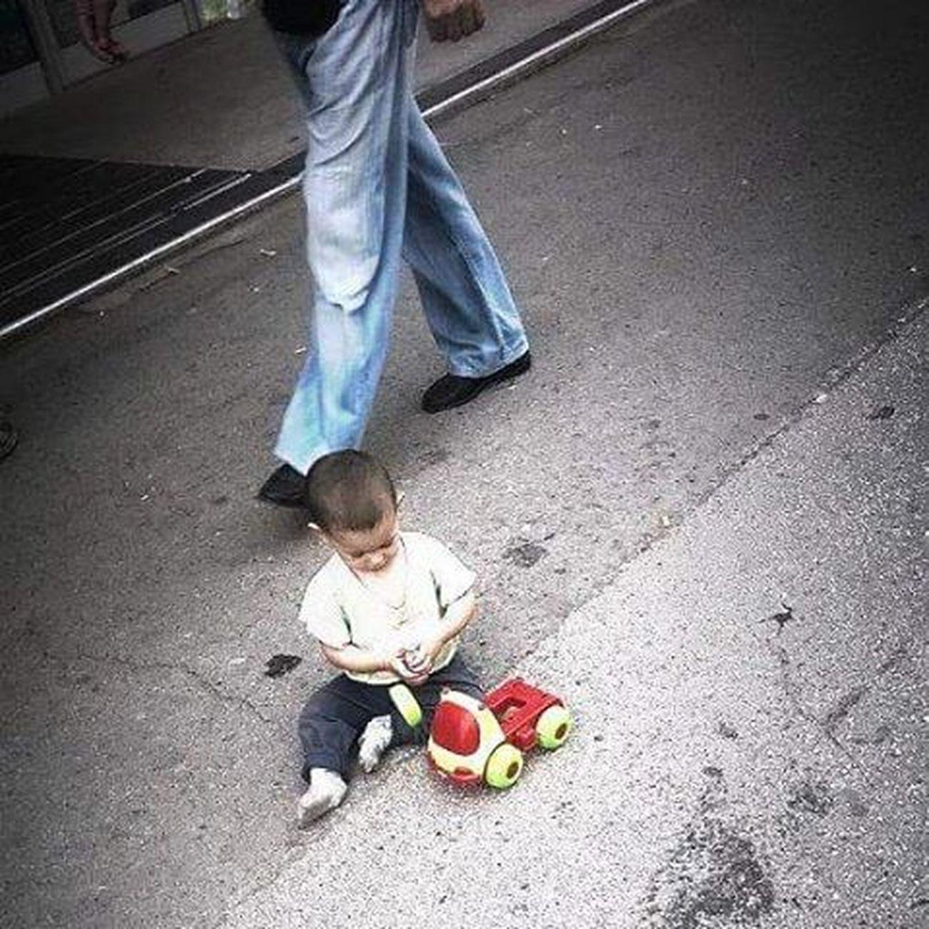 Onokad svaka susa moze da bude roditelj Inace cale sa strane cirka rakiju... Part 3 Child Play Toy Madworld Street Sad Alone Felling Badparentskills