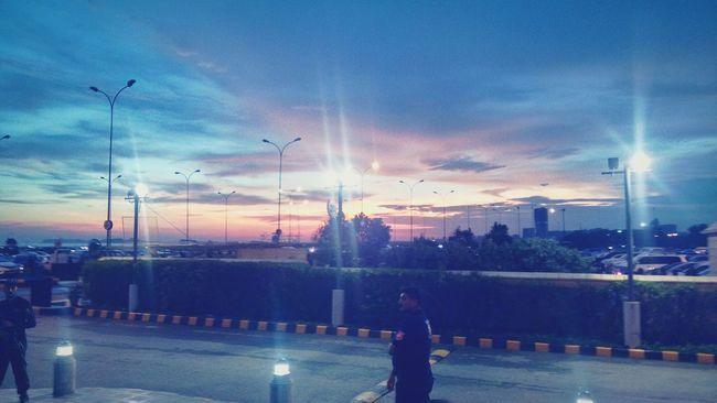 Karachi Sky Cloud - Sky Dramatic Sky Sunbeam Sunset Outdoors City Life WonderfulPakistan Popular Photos Hyperstar @karachi @hyperstar