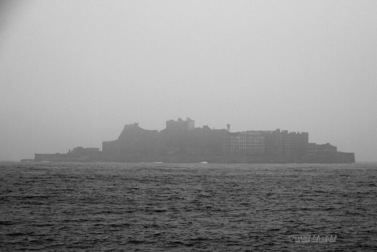 Fog Shades Of Grey Gunkanjima 軍艦島(gunkan-jima) Nagasaki Sea Island Landscape EyeEm Best Shots - Landscape Silhouette