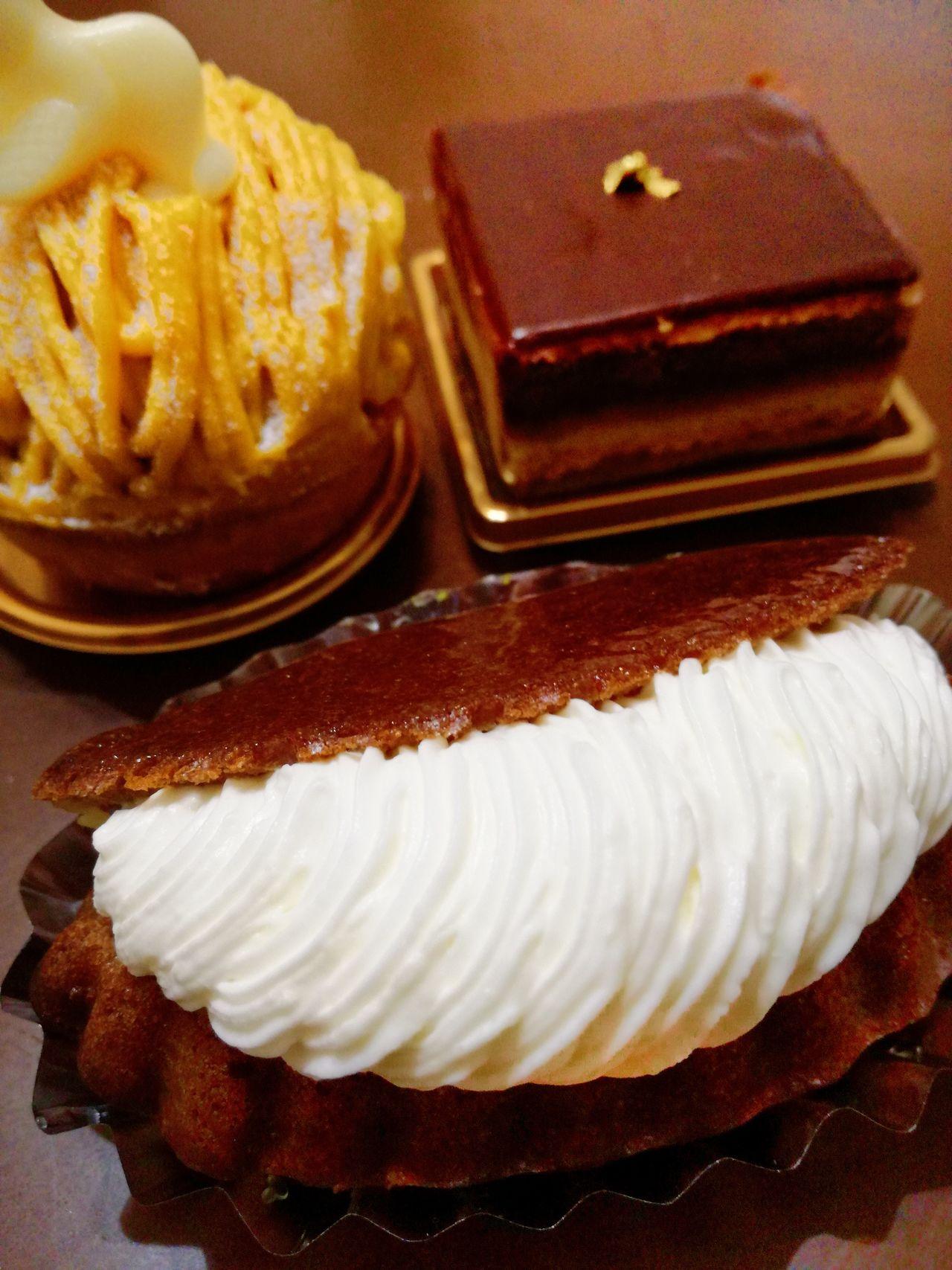 ケーキ を買って、上機嫌! モンブラン は明日。