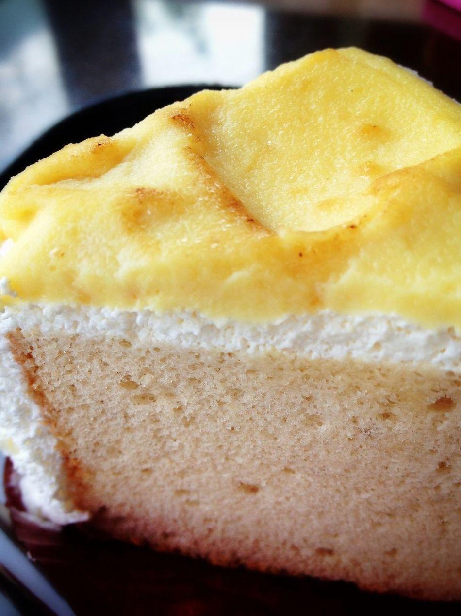 ほ〜ら、あなたも、食べたくな〜る〜♪ Eating Cake
