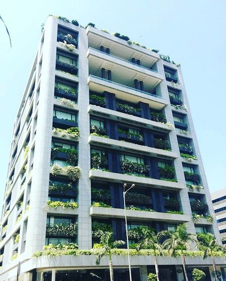Who wouldn't want to live/work in a building this beautiful ? Spotted Exploredbyfoot Mumbai