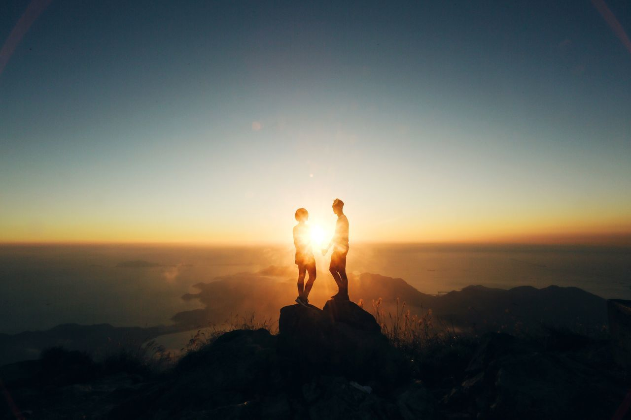 Beautiful stock photos of sonnenaufgang, 25-29 Years, Beauty In Nature, Bonding, Couple - Relationship