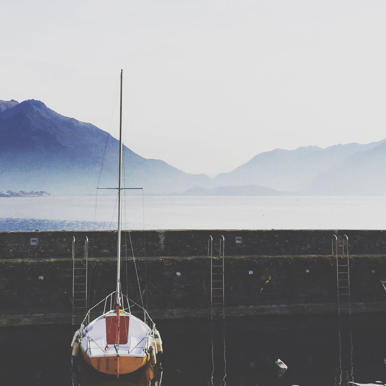 ⛵️ Vscophile Vscogrid VSCO Cam VSCO Vscogood Lakecomo Como View From My Point Of View Fog Mountains Feel The Journey