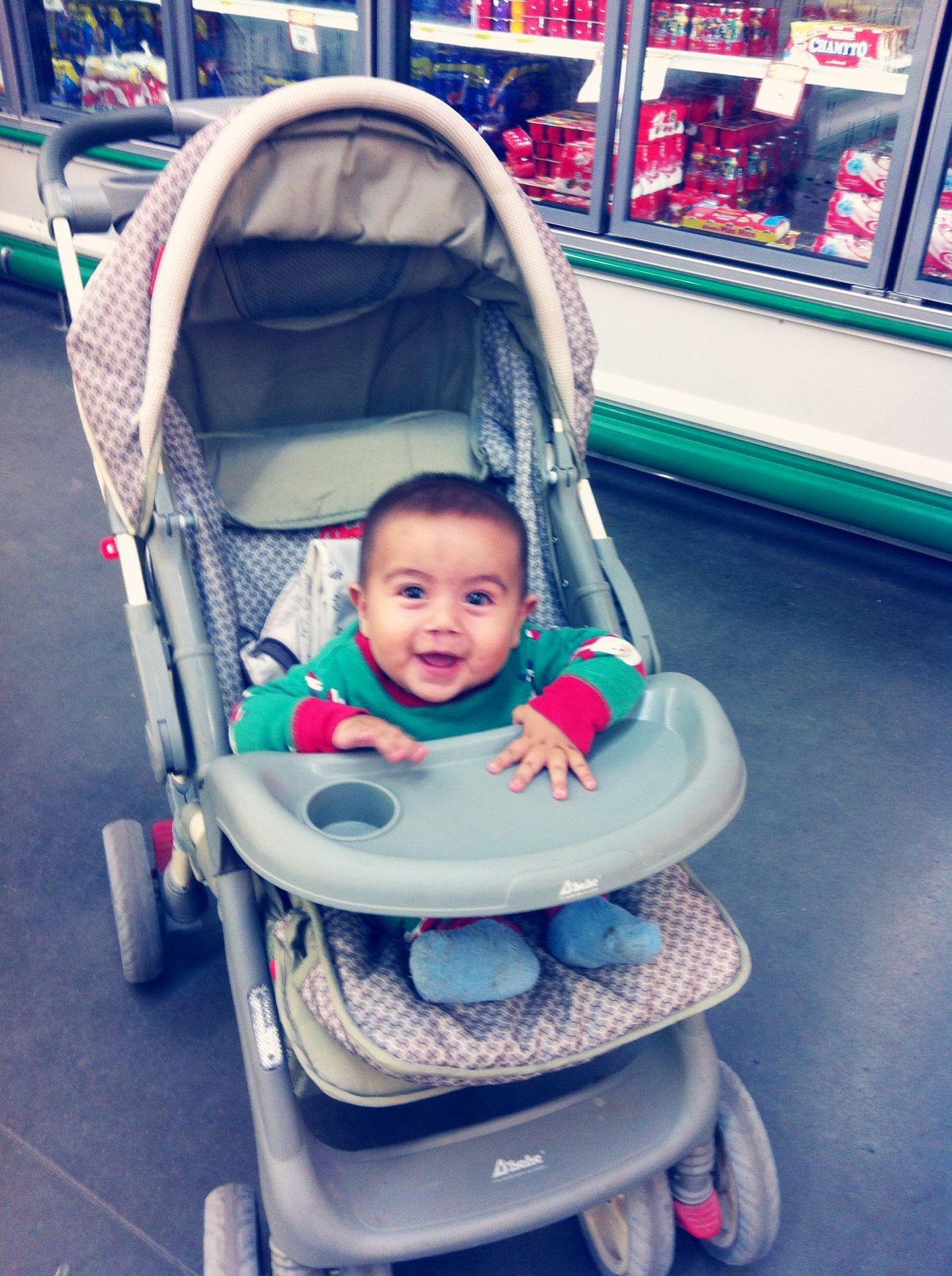 Gael feliz en el súper porque le íbamos a comprar su gugurt!! Mybigboy Gordito My Son :) - ILoveYou.♡