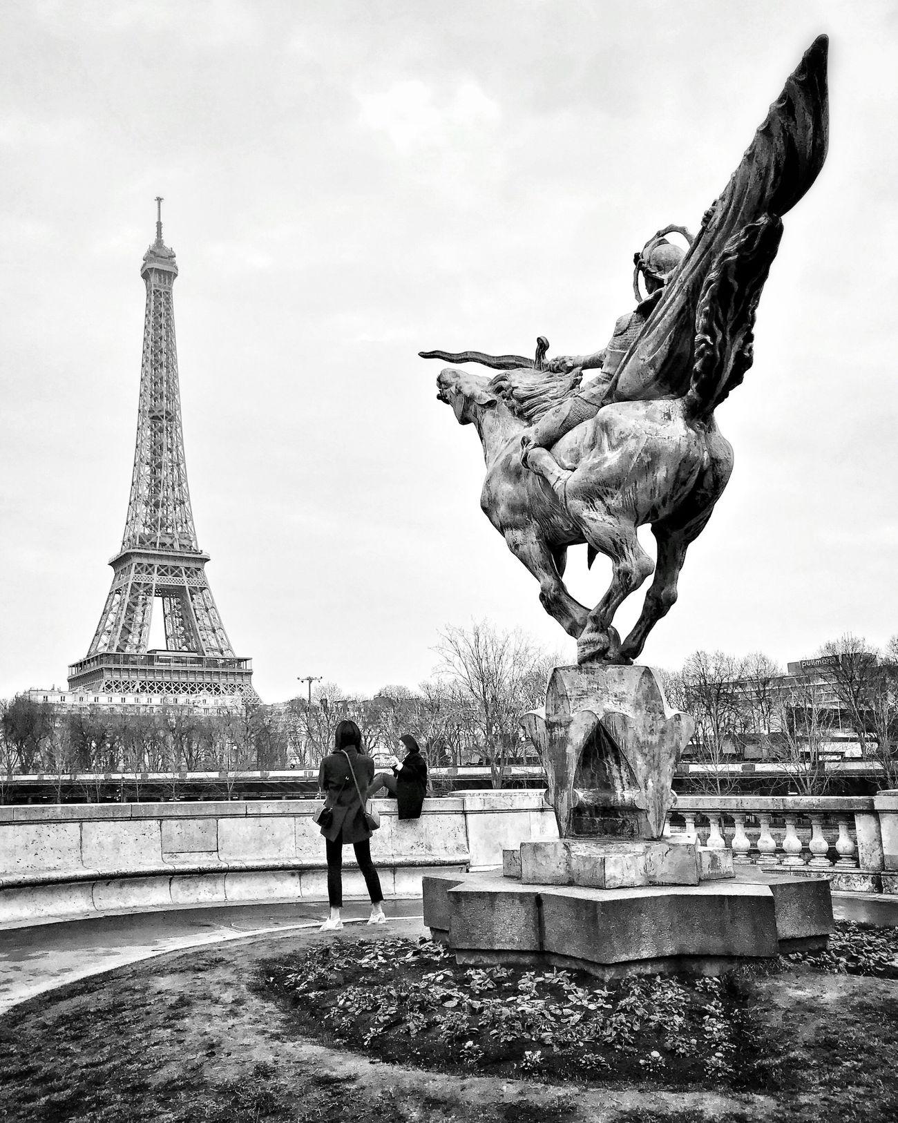 Grey Skies! Bon dimanche! City Statue Eyem Best Shot - Architecture Bnw_collection Bnw_captures Bnw_life EyeEm Best Shots Paris Parisweloveyou Photooftheday Paris ❤ Tour Eiffel Eiffel Tower EyeEm Bnw