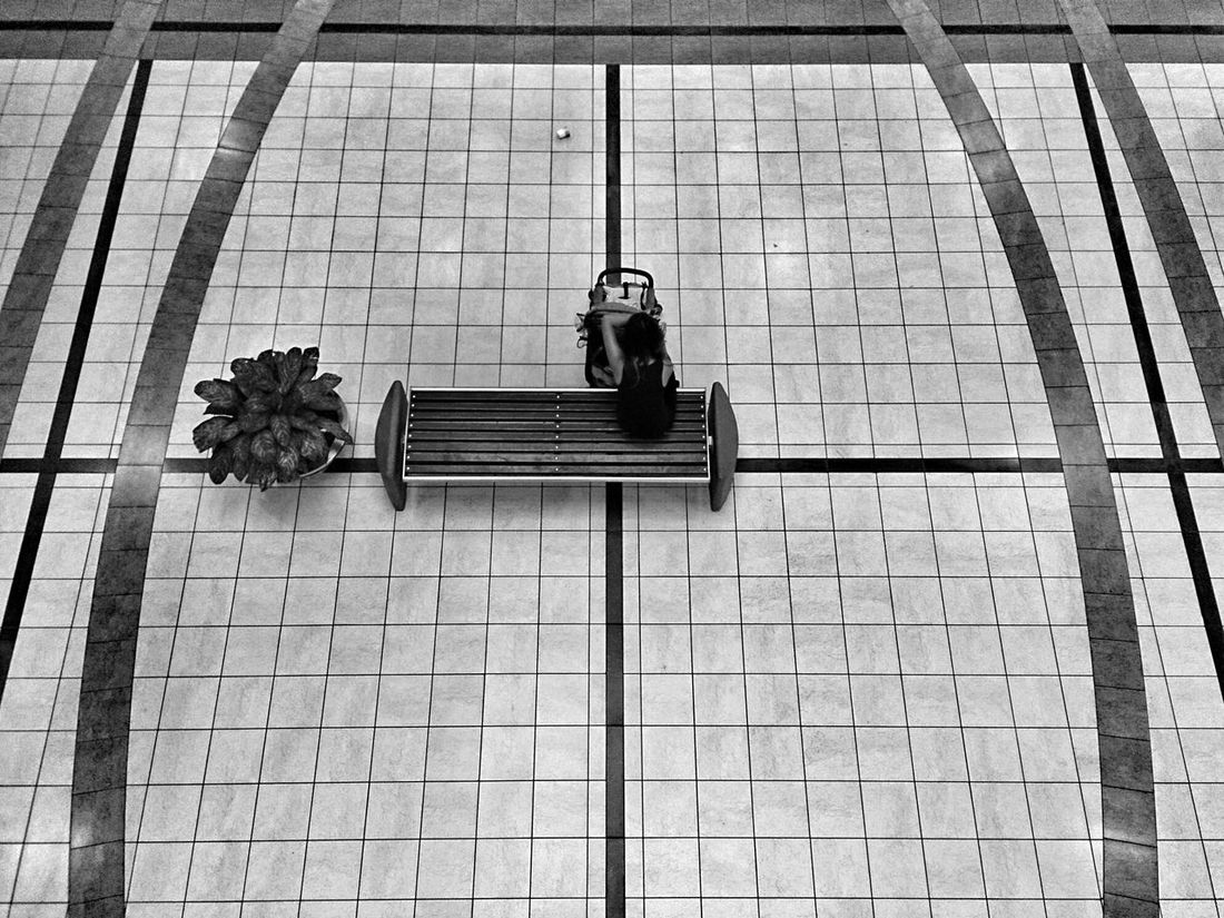 Necesito mi espacio! Black & White Gente People Street Photography The Storyteller - 2014 Eyeem Awards The Street Photographer - 2014 EyeEm Awards