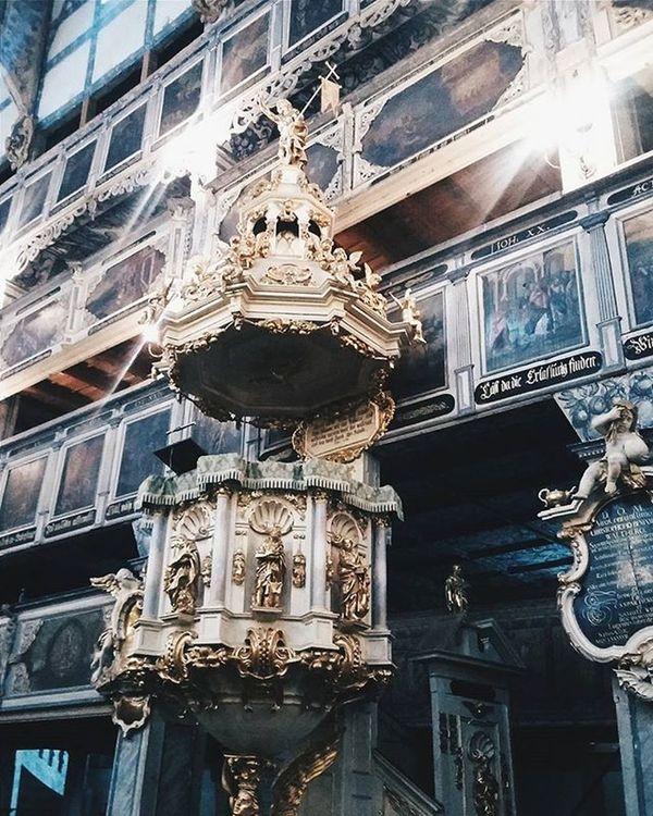 Tak się spędza sobotni dzień razem z Martą 😁 Zwiedzamy piękny, drewniany Kościół ewangelicki w Jaworze 💜💜💜 Church Travel Barok Zabytek Monument Architectural Architektura Kościół Fejwryt Wycieczka