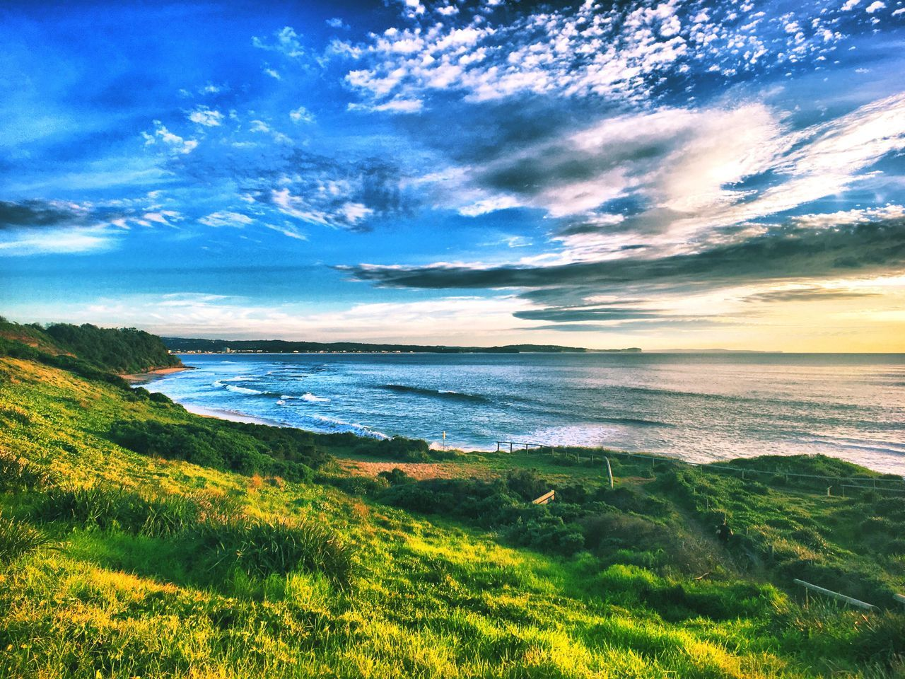 sea, nature, beauty in nature, scenics, tranquil scene, tranquility, horizon over water, sky, water, cloud - sky, no people, outdoors, grass, idyllic, landscape, beach, green color, day, wave