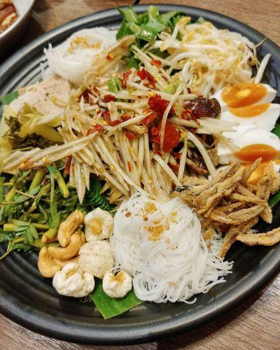 Spicy Green Papaya Salad Tray Thai Food Spicyfood Thaispicyfood Salad Food And Drink Healthy Eating Yummy Taste Good Food Photography Thailand