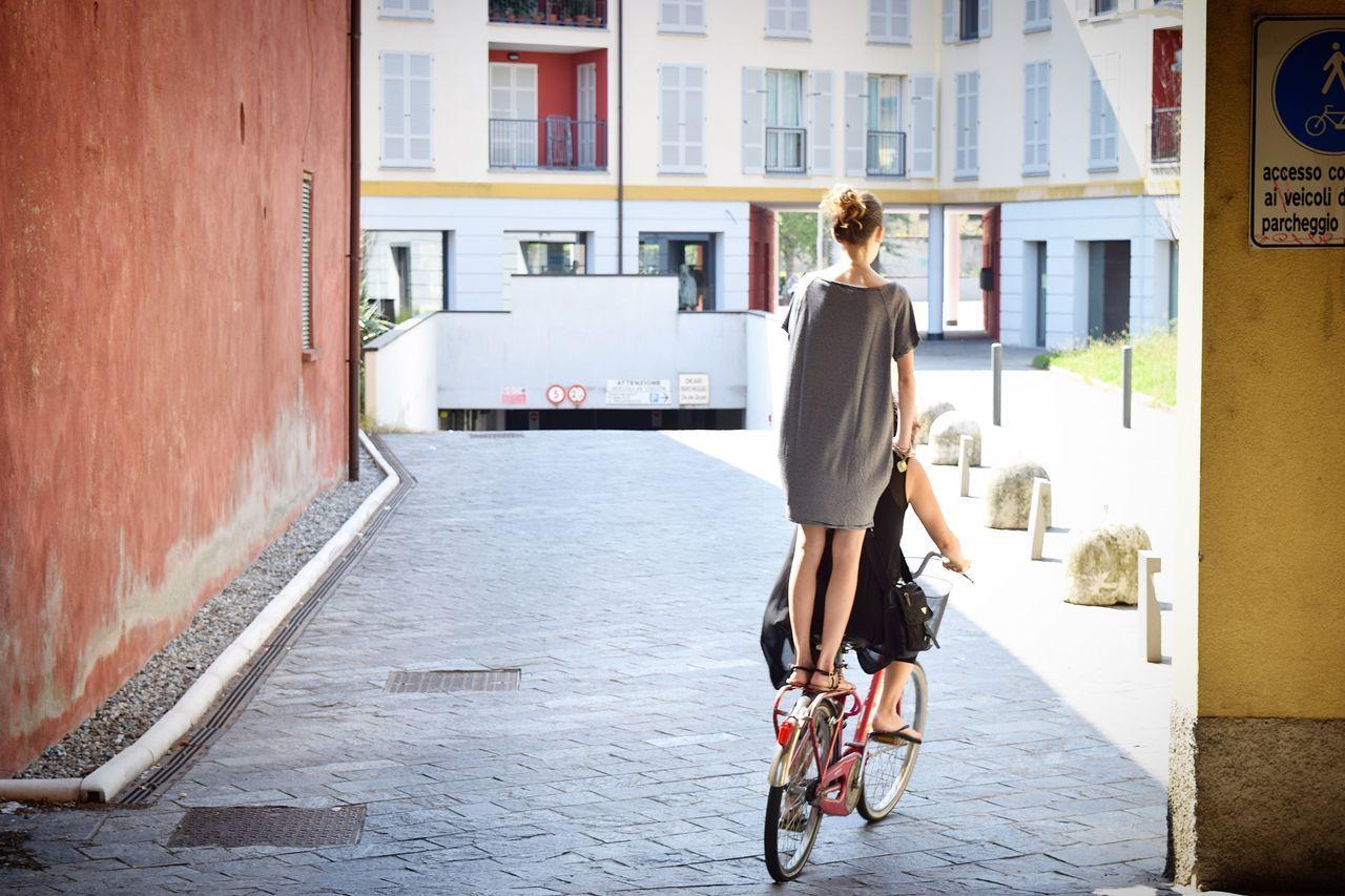 自転車 二人乗り Gorgonzola Bicycle City City Life Outdoors Day People 想像 ペペロッソ 三軒茶屋 Food And Drink Tokyo Amore イタリア Italy イタリアン 写真 のどかな風景 田舎 村 Fresh On Market 2017