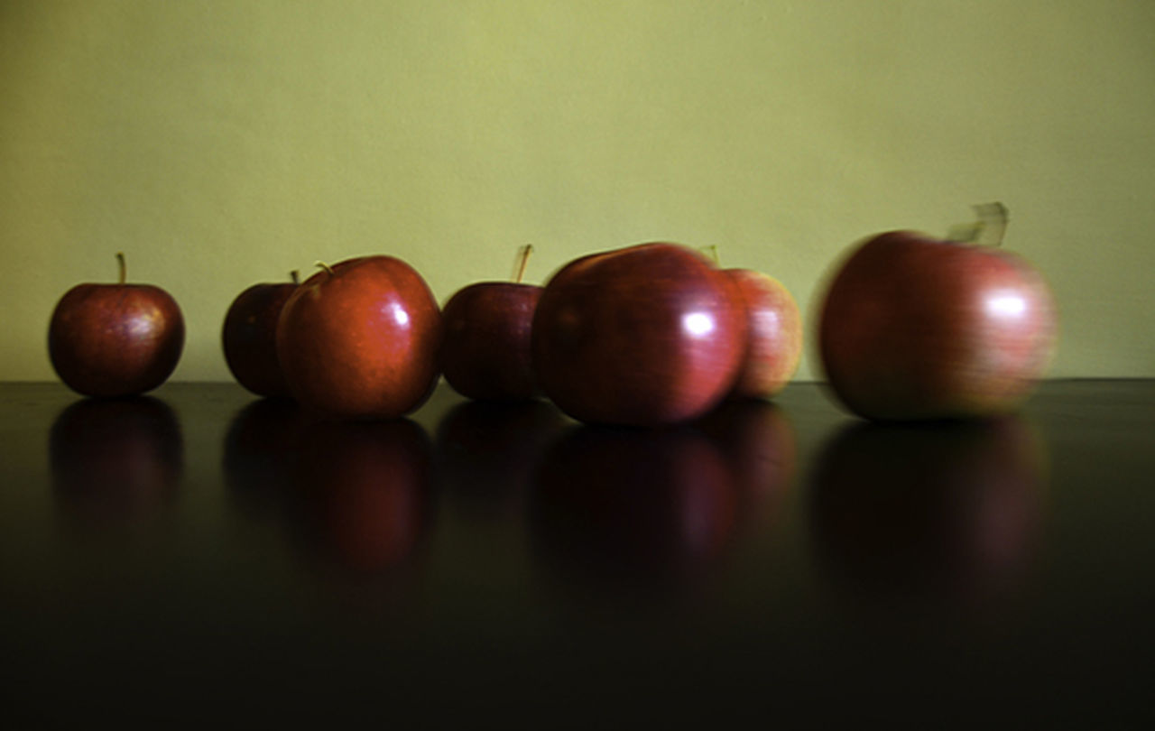 fruit, food and drink, healthy eating, food, apple - fruit, indoors, table, no people, freshness, red, close-up, day