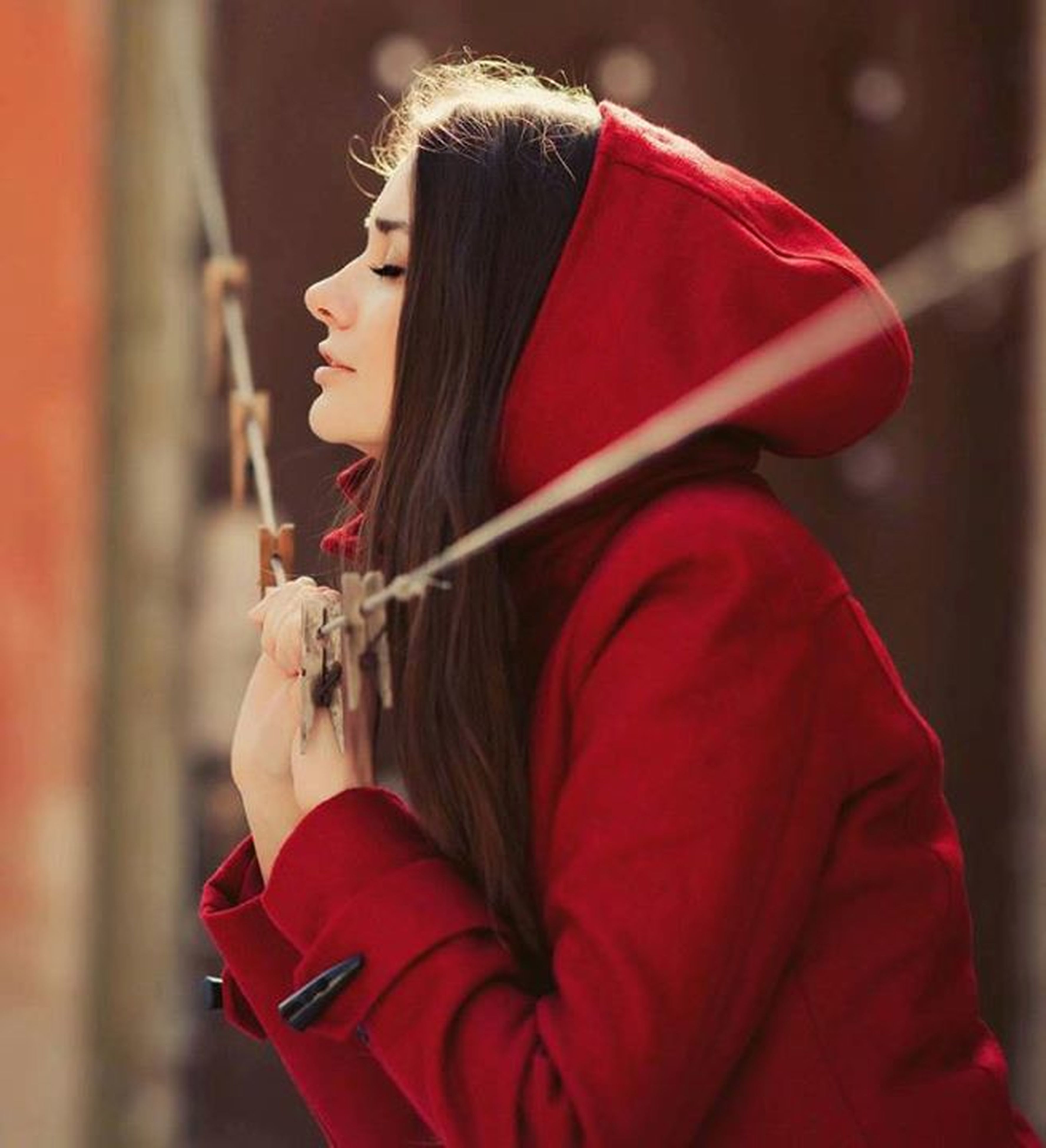 lifestyles, rear view, leisure activity, focus on foreground, red, person, casual clothing, long hair, holding, standing, waist up, headshot, three quarter length, men, obscured face, side view, young women, traditional clothing