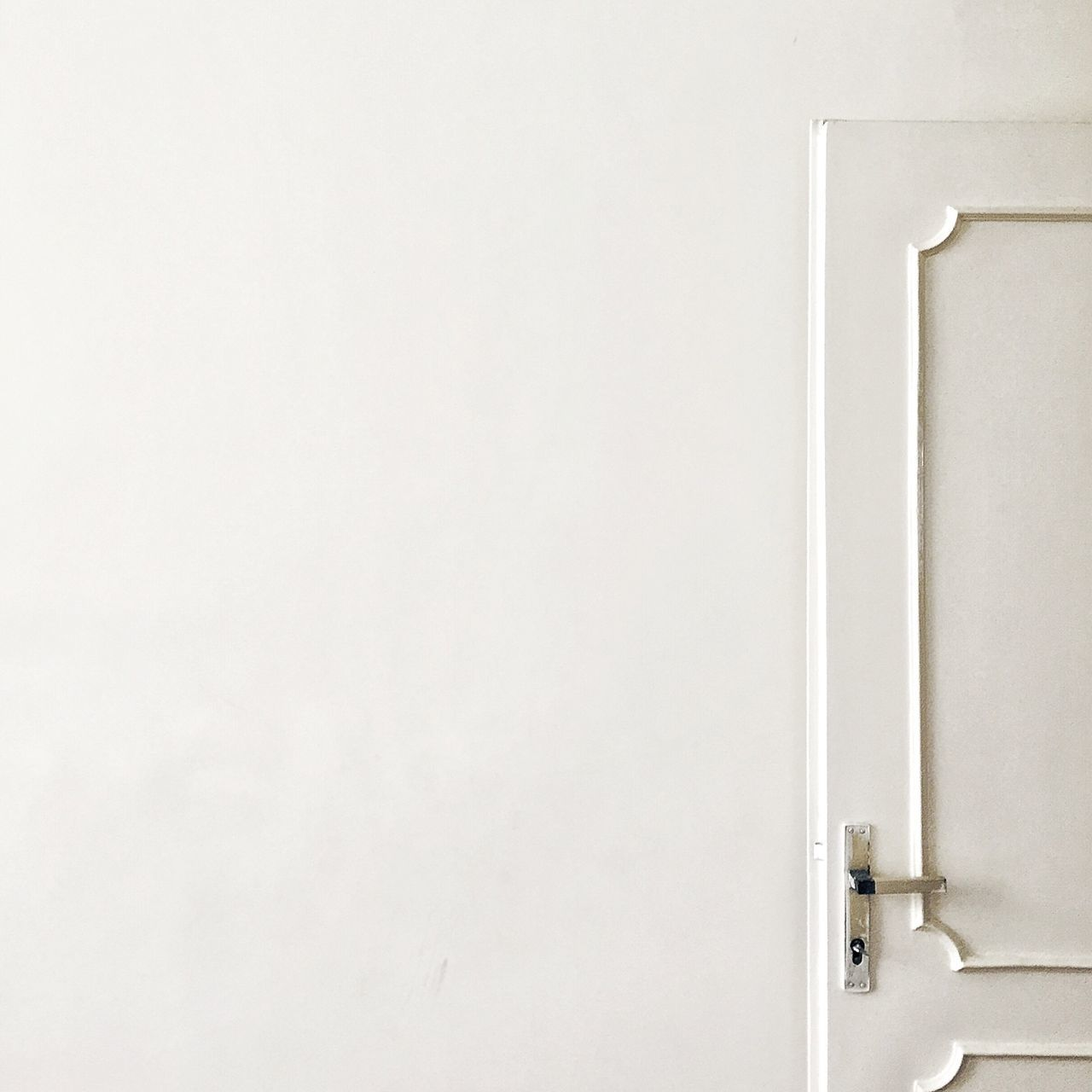 copy space, metal, door, white color, close-up, no people, indoors, hinge, architecture, day
