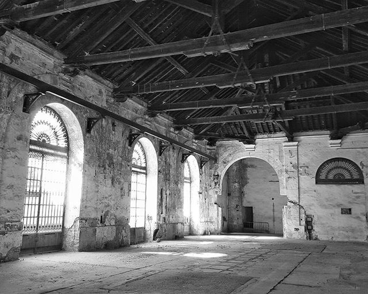 arch, architecture, indoors, built structure, history, no people, day