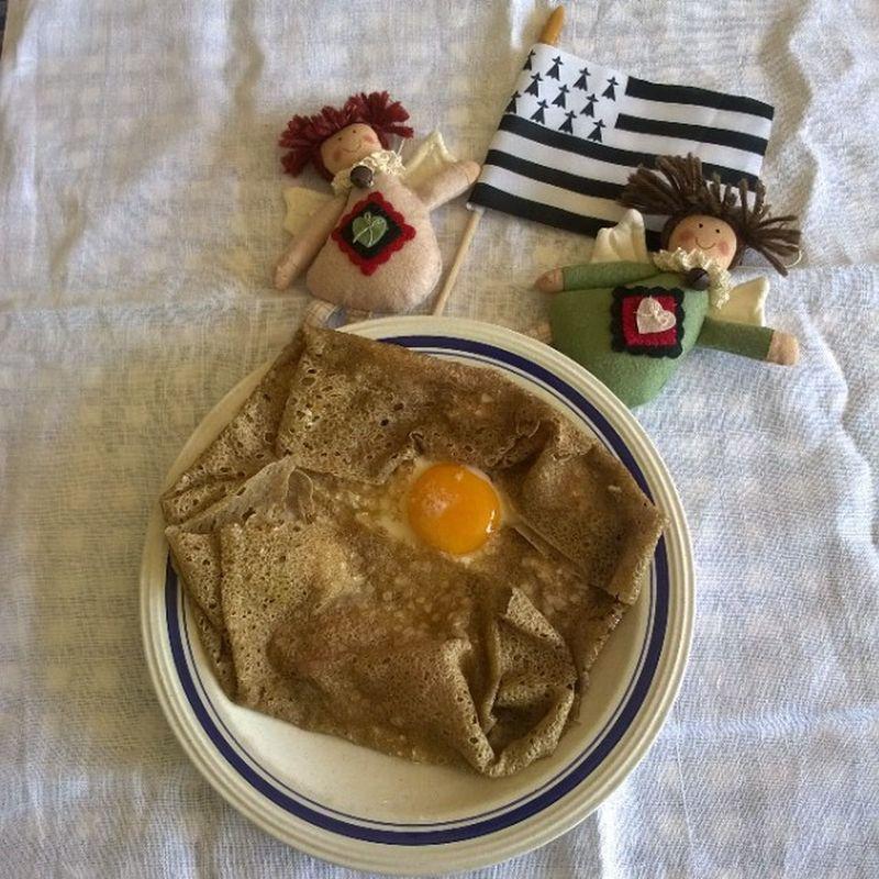 Une Galette ... Angelique ! An Angelic galette! Bretagne Breizh Cuisine Cuisinebretonne Angels Gwennhadu Brittany Bretagna Instagood Instagram Instafood InstaCuisine