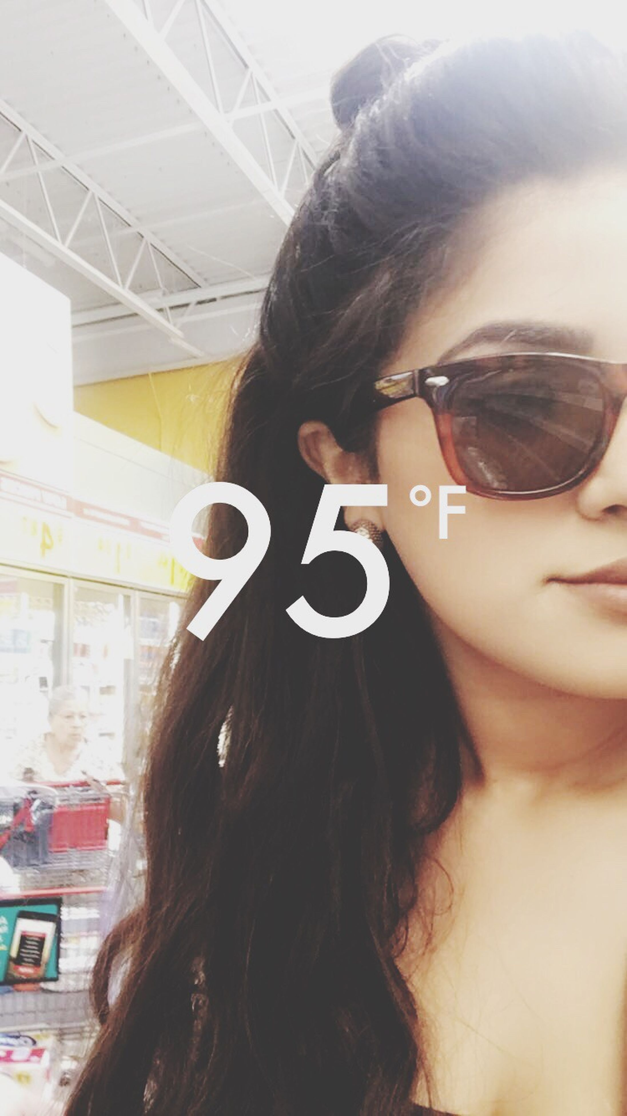 long hair, headshot, leisure activity, young adult, lifestyles, young women, sunglasses, person, beauty, focus on foreground