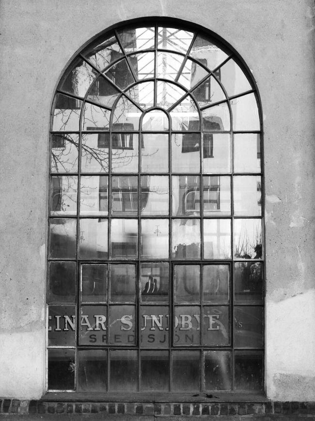 Through a window Urbanphotography Blancoynegro Blackandwhite Blackandwhite Photography