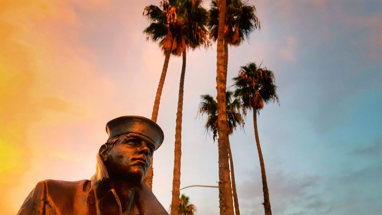 Lone Sailor Sunset My Year My View Sunset Palm Tree Statue Memorial Beauty In Nature Sunsets Pastel Colors Sailor Navy Memorials Skyscapes Cloudscapes From My Point Of View ForTheLoveOfPhotography Majestic Beautiful View Sky And Clouds Colors Statues Bronze Statue Perspective