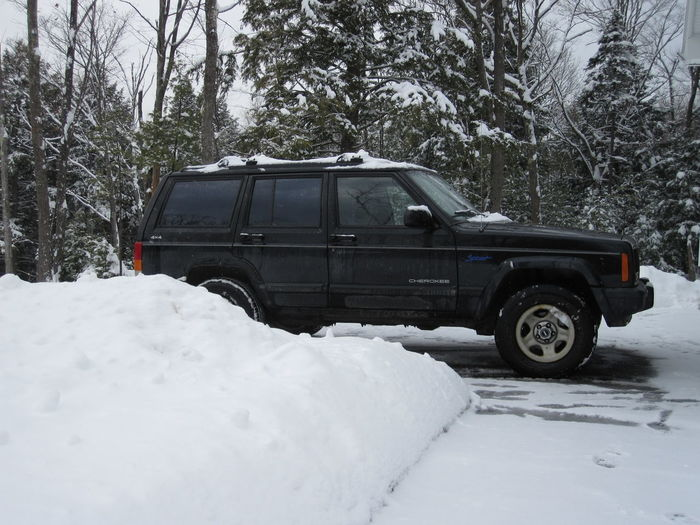 4 Wheel Drive 4x4 Jeep Cherokee Sport Jeep Cherokee XJ Jeep Life New England  Car Cold Temperature Day Frozen Jeep Jeeplife Land Vehicle Mode Of Transport Nature No People Outdoors Snow Snow Tires Snowing Transportation Tree Weather Winter Winter Wonderland