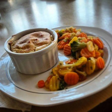 Rántott sajt helyett egy kis különlegesebb, megkésett ebéd. Sajtszuflé, párolt zöldségek kíséretében. Instafood Foodporn Homemade Cheese Souffle Chessesouffle Food