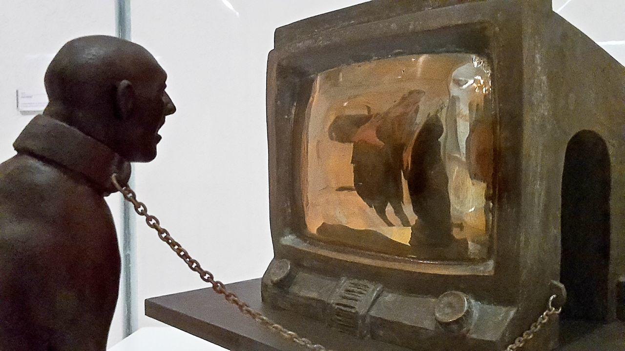 Museum Art Sculpture Bonds Of Tv Bonds Of Social Media Cadiz Andalucía Spaın TCPM