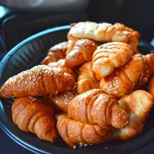 كرسون معجنات من_الارشيف فطور جدة الطايف السعودية صورة فوتو فولو Pictorial image croissant nice eat pastries Lemme delicious