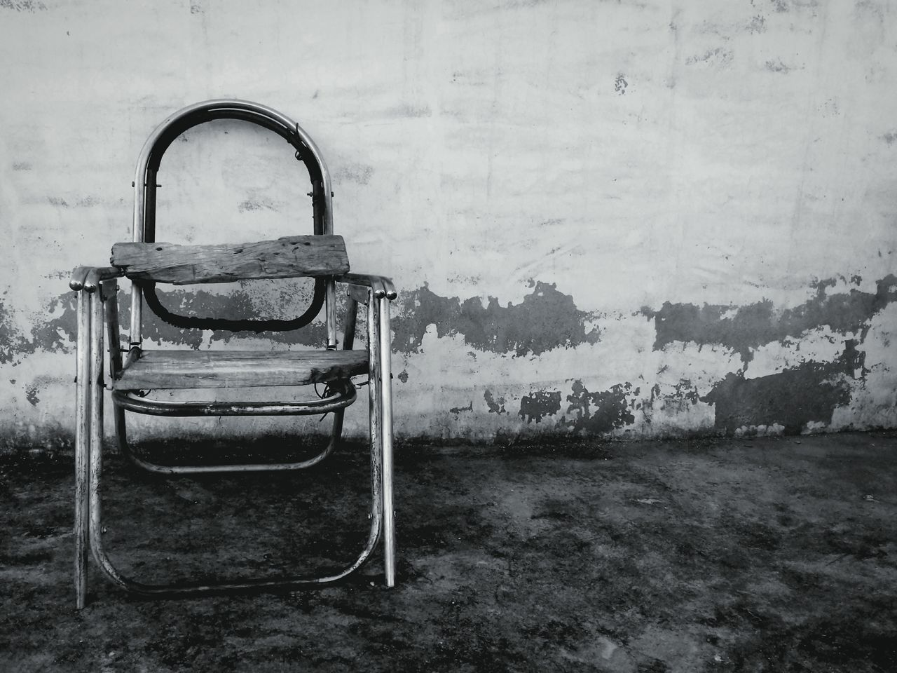 Black and white chair photography - Old Chair Black And White Corrision Chair
