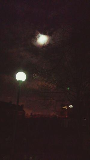 J'attends un type avec une tronçOnneuse. Liège Nuit First Eyeem Photo