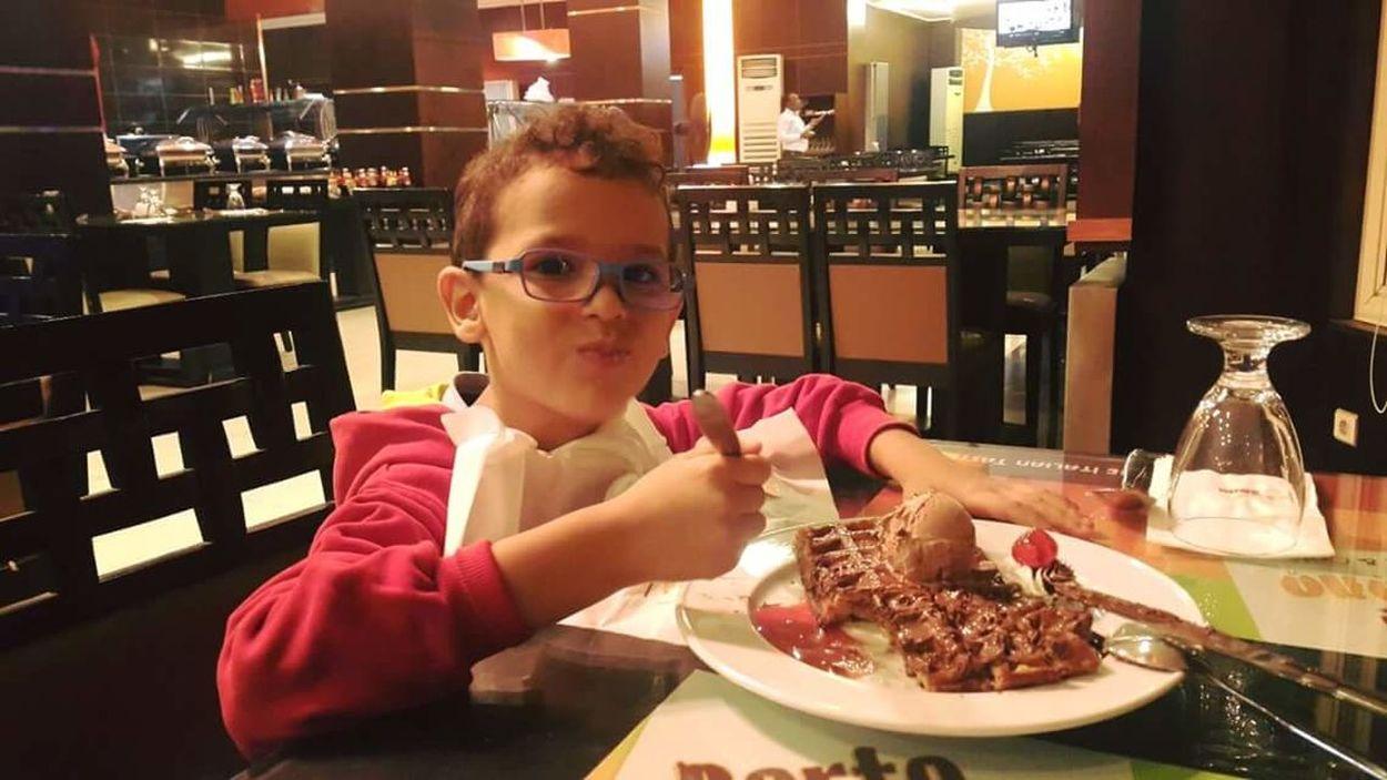 Deserts Around The World Deserts Eating Desserts Restaurants The Portraitist - The 2016 EyeEm Awards Chocolate Chocolates Chocolate Waffle Ice Cream Waffles Yummies Delicious Food Everyday Emotions