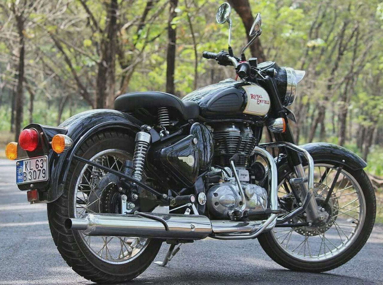 royalenfield Transportation Motorcycle Outdoors Stationary Road No People Close-up Day Tire Outdoorlife