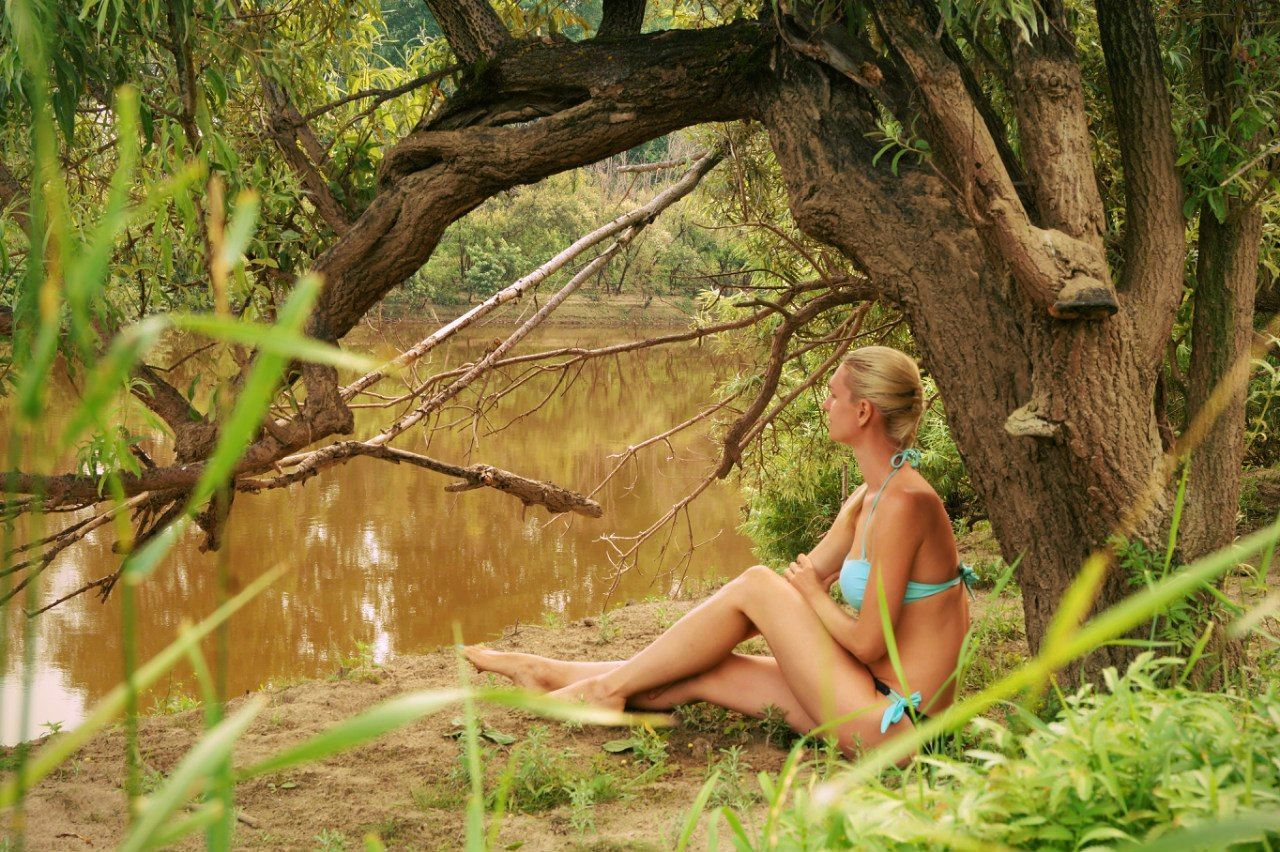 Yough women on river Beautiful Woman Beauty In Nature Blond Hair Girl On River Nature One Person One Woman Only One Young Woman Only Tree