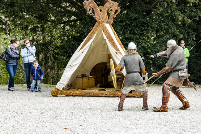 Vikings Show Fight Casual Clothing Fighting Human Meets Technology Kampf Show Telling Stories Differently Vikings  Wikinger