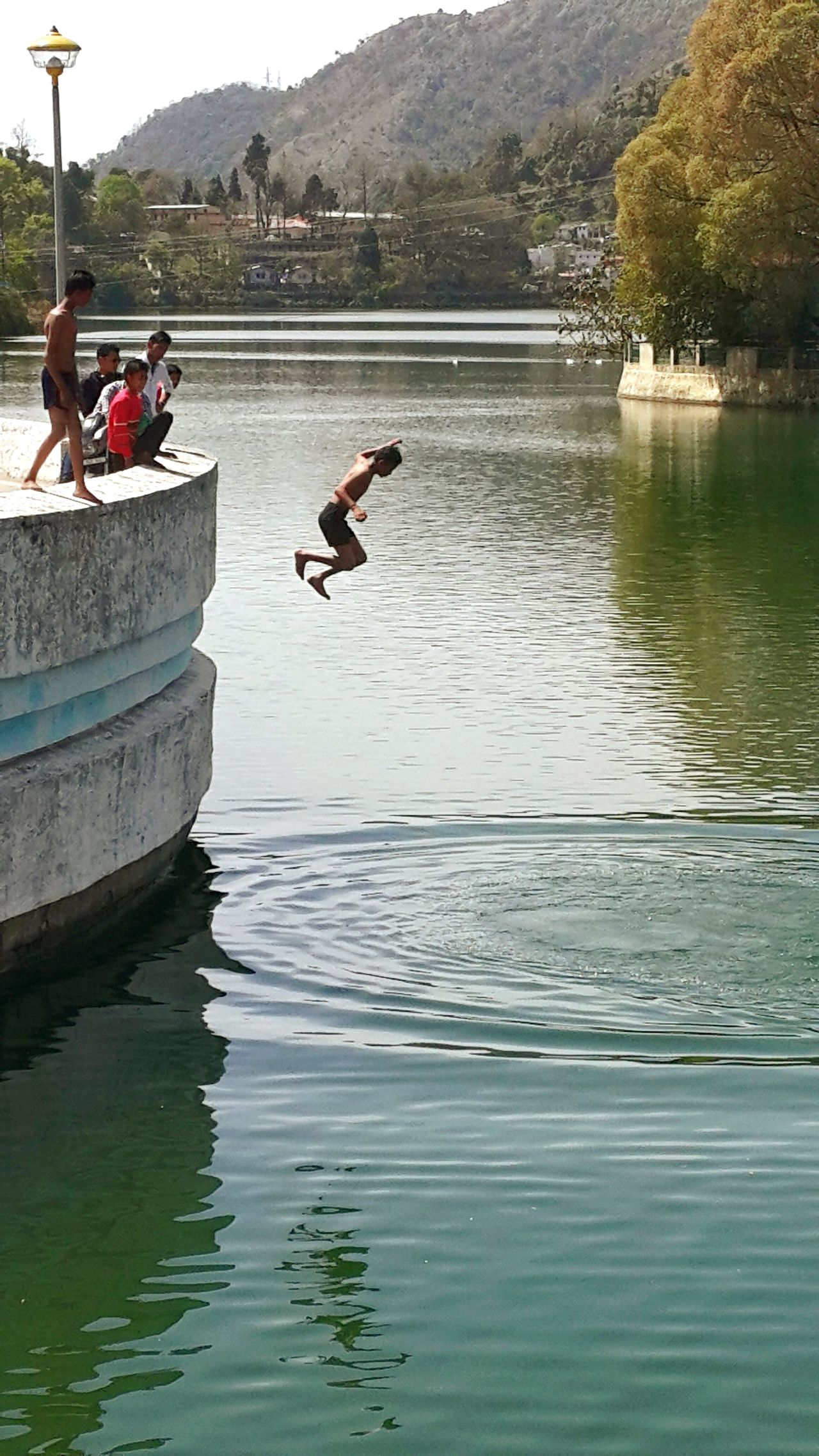 So this fellow leap into the water...oh it was the perfect day for a swim...with the temp rising here...i so want a dip in the pool!! Cliff Jumping Jumping Shot Diving Time Diving Off Swimming With The Fish EyeEmBestPics Eye4photography  Protecting Where We Play Trekking Travelling Sightseeing [