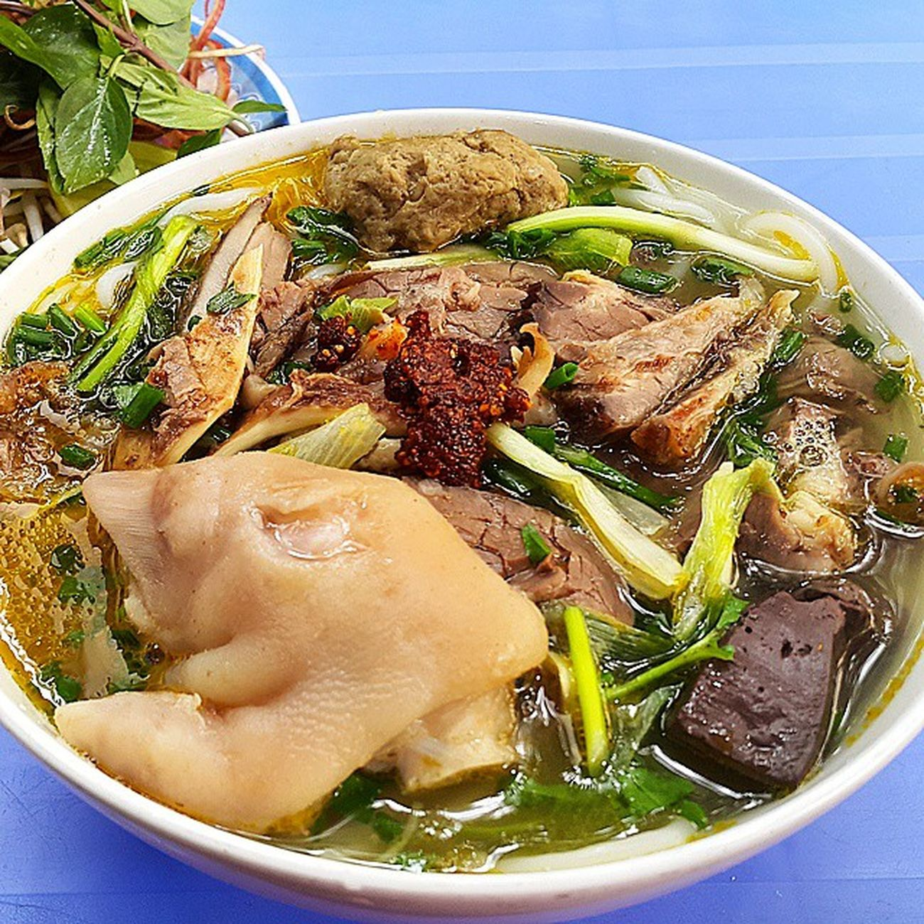Bún bò Huế. Fuckinawesome Vietnamesefood Vietnam Food Delicious Yummy Beo Noquá