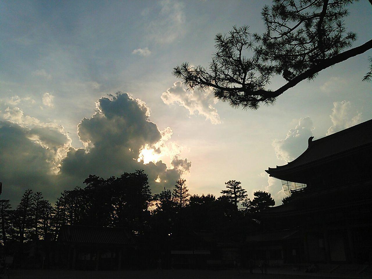 平安神宮の黄昏。 京都 Kyoto 平安神宮 Heian Jingu Heian Shrine 神社 Shrine 夕方 夕暮れ 空 黄昏 Evening Evening Sky Twilight Twilight Sky