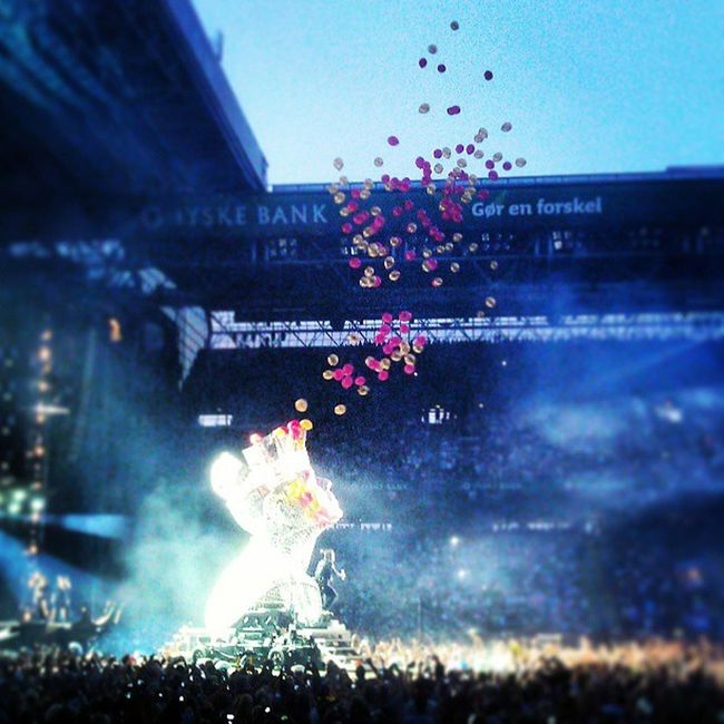 ROBBIE WILLIAMS Live in Copenhagen, Parken last night. It was awesome! Music Live Music Awsome Balloons