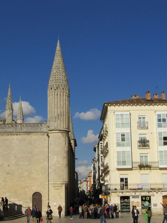 Building Exterior Architecture Tower Travel Destinations Burgos SPAIN Spanien Jakobsweg Way Of Saint James Pilgrimage Santa Maria Stadt City Schatten Shadow Gehsteig Pavement Tourist