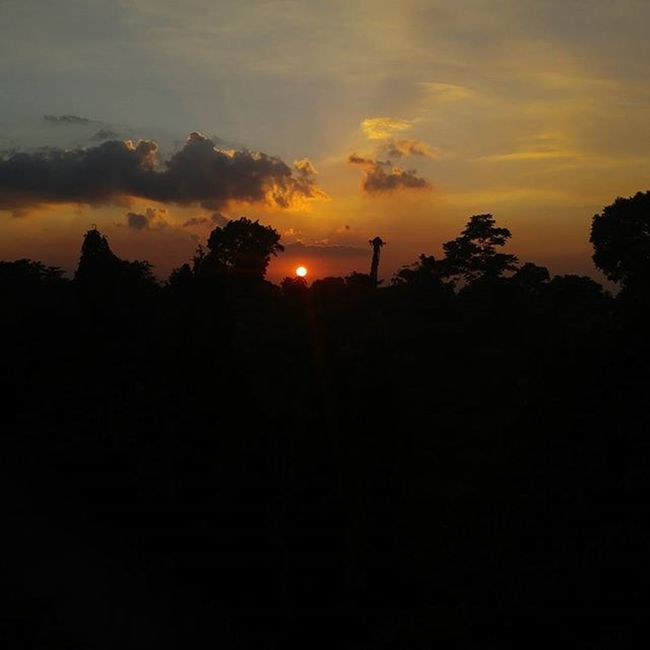 Sunset at its dimmest light. VSCO Vscocam IGDaily Naturephotography Sunset Christmas Manigongbagongtaon YearEnderFireworks Welcome2016 Playingwithlights Lgg4photography Lateafternoon