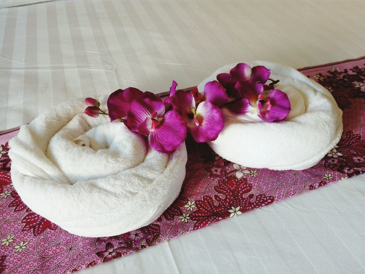 Towels & orchids Pink Color Flower Close-up Indoors  Freshness No People Beauty Flower Head Day Real People Hotel View Interior Towel Decor Decoration With Flowers Tourist Attraction  Kohlipe Sea Satun Province Thailand Honeymoon