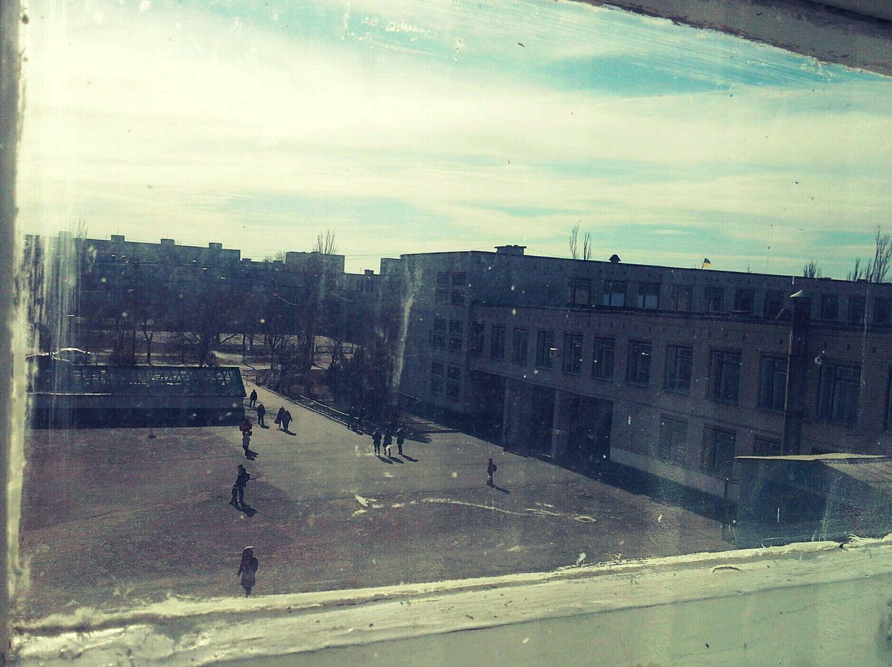 вид из окна ретро старое окно Люди Школа