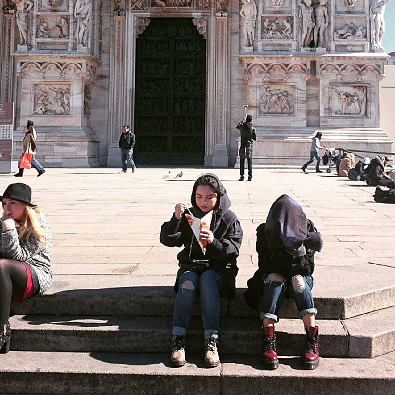 Streetfood Hiddenface Fashionable Duomo Milan Selfie