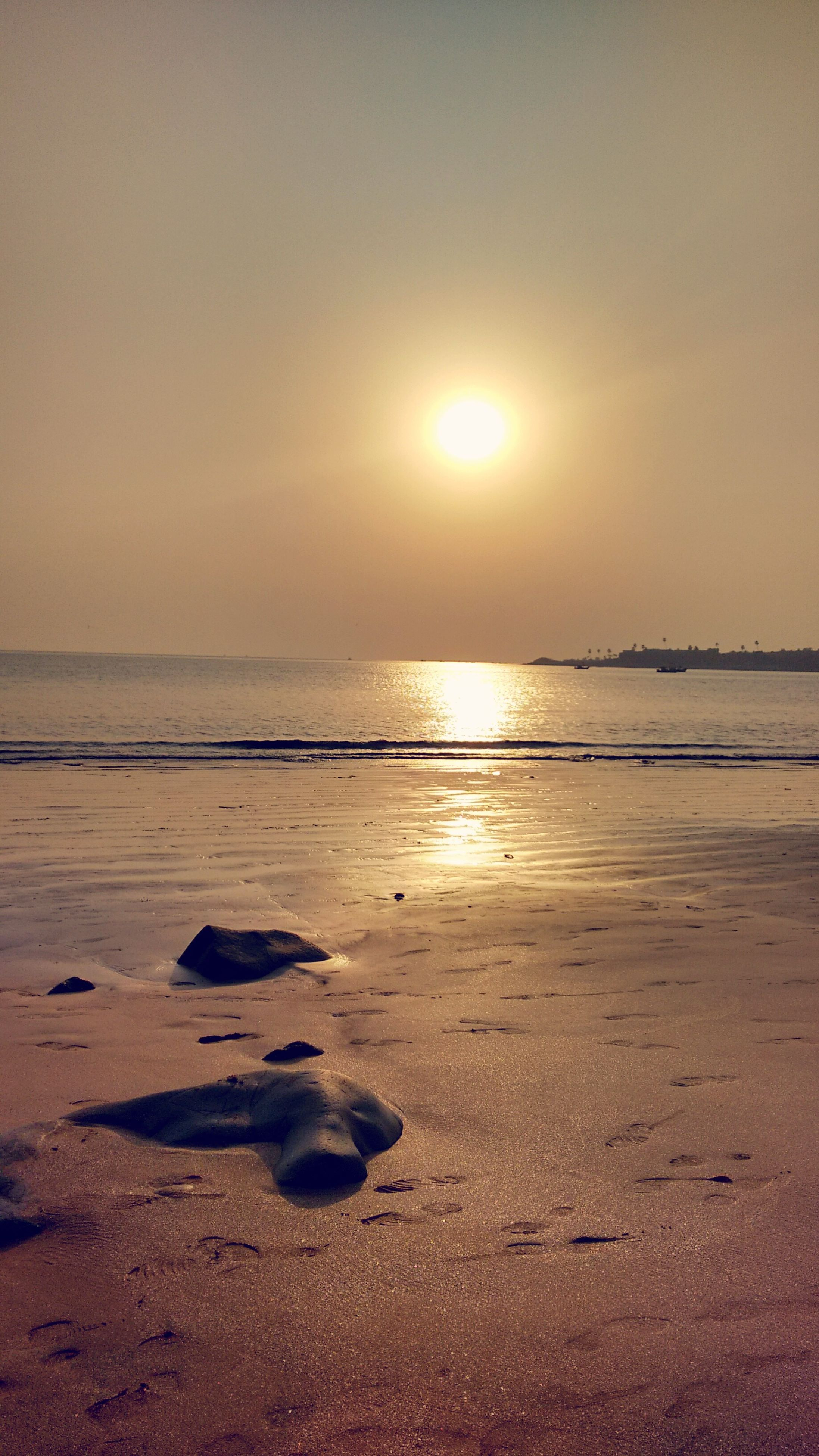 beach, sea, water, shore, sunset, horizon over water, sun, tranquil scene, scenics, tranquility, sand, beauty in nature, sky, reflection, nature, sunlight, idyllic, coastline, wave, calm