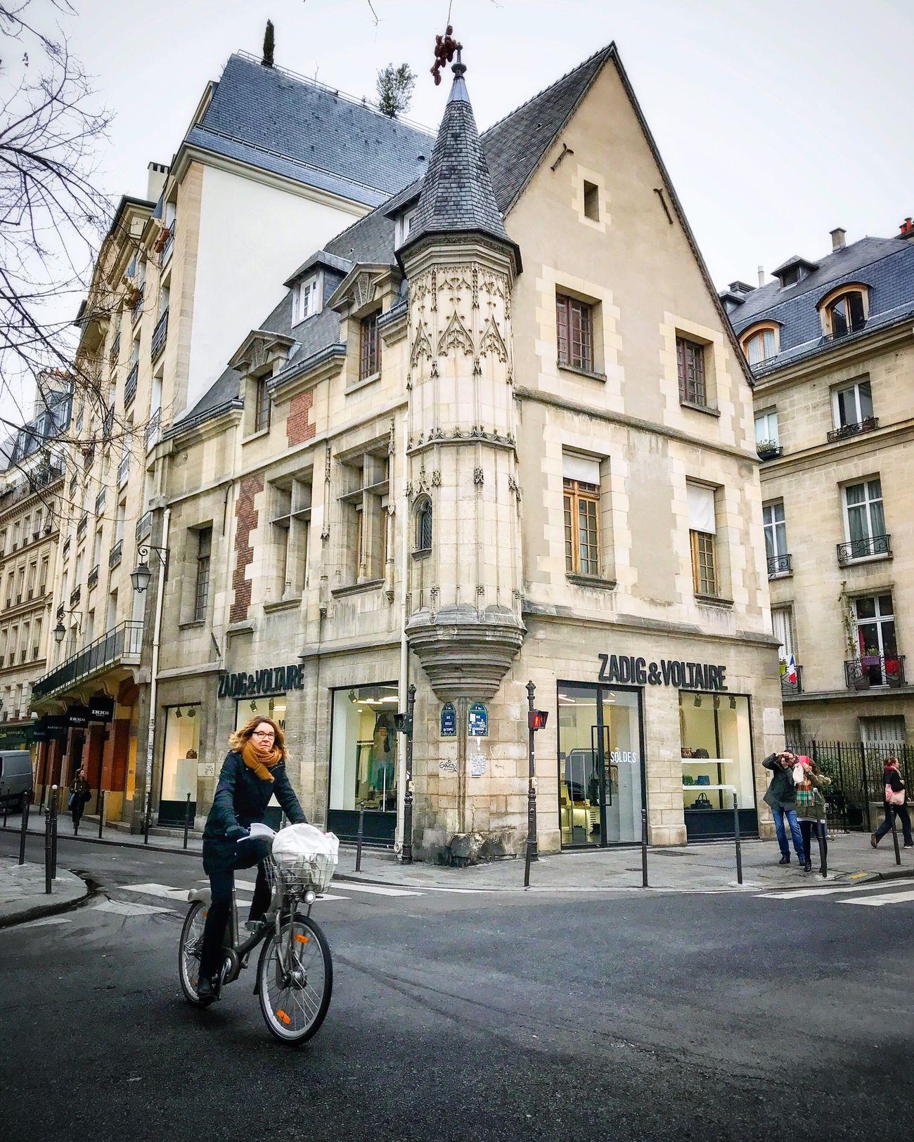 Happy Friday! Bonsoir Paris! Architecture Building Exterior Bicycle Travel Destinations Photooftheday Paris Eyem Best Shot - Architecture EyeEm Best Shots Parisweloveyou Architecture