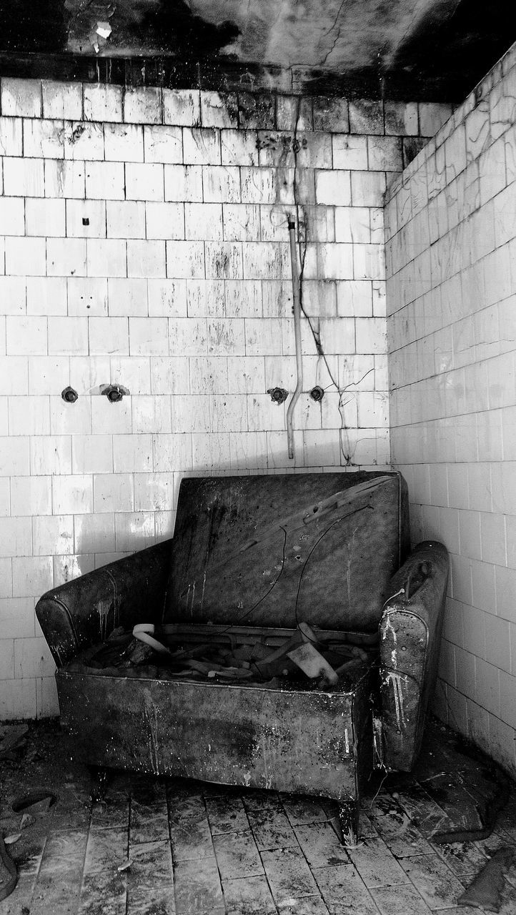old, damaged, wall - building feature, messy, abandoned, dirty, brick wall, indoors, tile, obsolete, run-down, weathered, bad condition, architecture, destruction, no people, built structure, old-fashioned, domestic room, day
