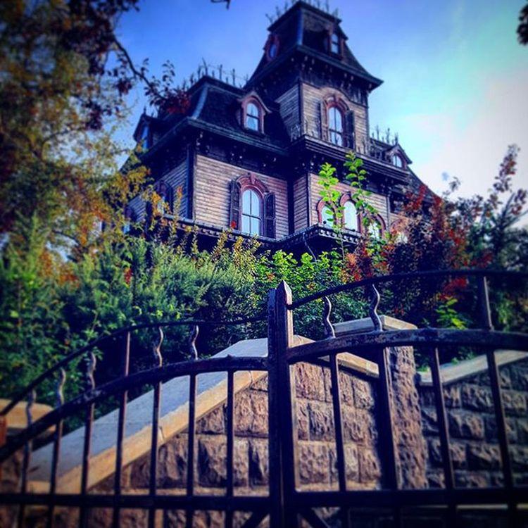 Haunted Mansion ! Spooky Halloween Disney Disneyland disneylandparis ghost