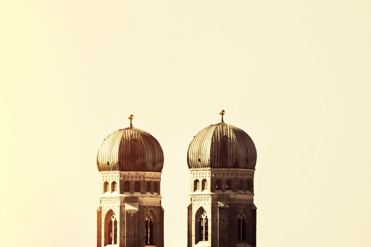 architecture, dome, built structure, clear sky, building exterior, copy space, arch, place of worship, religion, outdoors, no people, low angle view, day, sky, animal themes