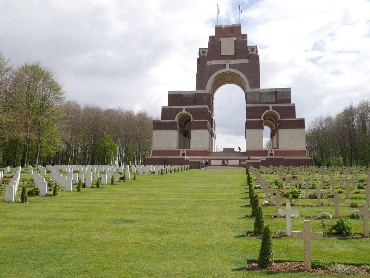 Thiepval Thiepval War Memorial Ww1 War Graves Remembrance Thiepval War Memorial Cemetery France Somme Cemetery